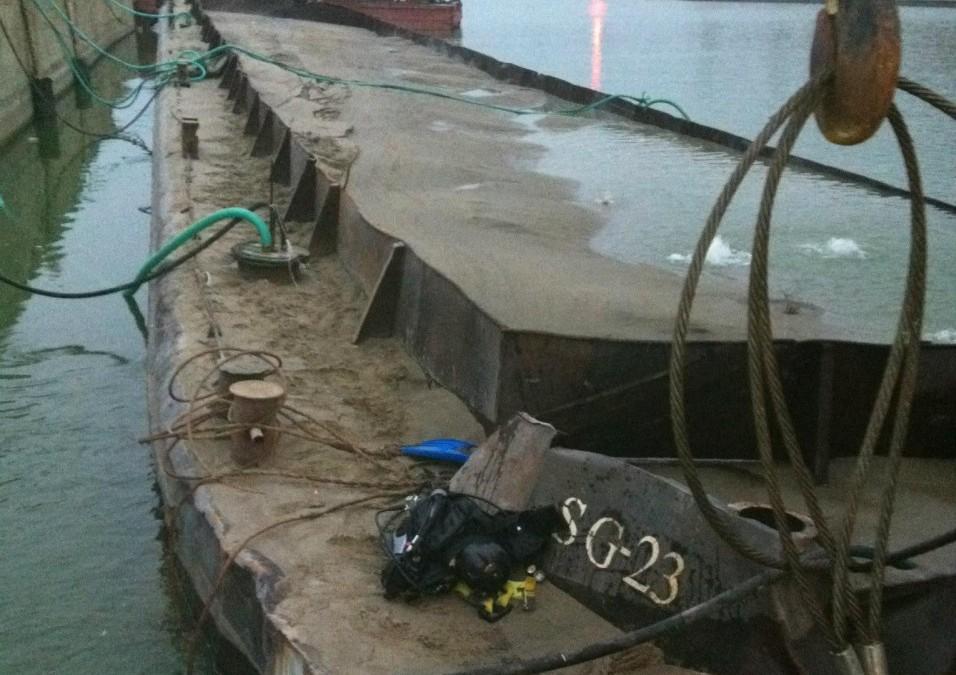 Ramfulare barja pe canalul Dunare – Marea Neagra, la Ovidiu, judetul Constanta, realizata de Nemo Pro Diving